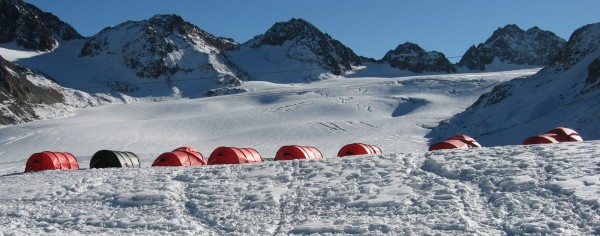 Zelte am Pitztaler Gletscher